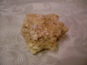 A blurry photo of a crumb bun in action.