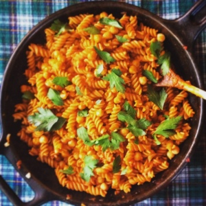 Pasta with caramelized tomato sauce and garlic.