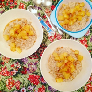Overnight barley porridge with apples